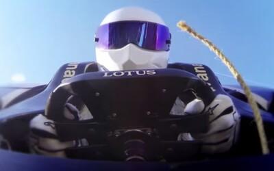 Stig z Top Gearu si vyskúšal bungee jumping v monoposte F1!