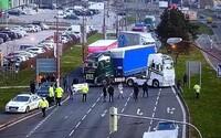 Štrajk autodopravcov v Bratislave pokračuje: Zablokovali jeden z hlavných ťahov, v hlavnom meste sa tvoria rozsiahle kolóny
