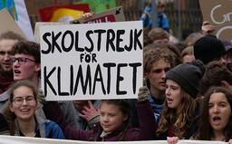 Stávky za budoucnost klimatu dnes pokračují, změna v teplotě se nedá přehlédnout. Greta v krátkém filmu prosí o pomoc