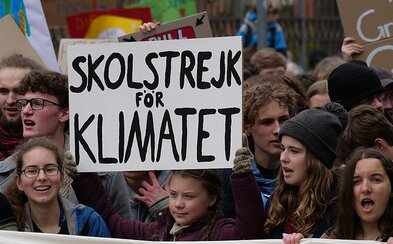 Štrajky za budúcnosť klímy dnes pokračujú, zmena v teplote sa nedá prehliadnuť. Greta v krátkom filme prosí o jednoduchú pomoc