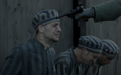Strapov neúspešný útek z koncentračného tábora je odkazom aj pre súčasné generácie. V klipe má vlastnú dejovú líniu filmu Správa