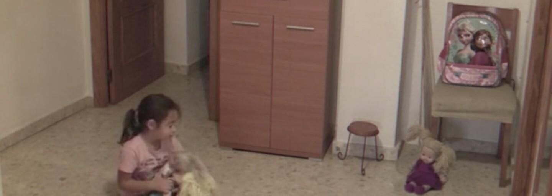 Strašidelná bábika by sa ešte pochopiť dala, no ako vysvetlíš pohyb stola a ďalších predmetov?
