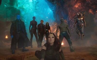 Strážci Galaxie na nových obrázkoch formujú silnejší tím a nakopávajú všetkých svojich nepriateľov do zadku