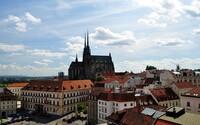 Strážníci v Brně zveřejňují jeden dobrý skutek denně. Lidé už vrátili 23 tisíc, notebook nebo zachránili zraněná zvířata či plačící ženu