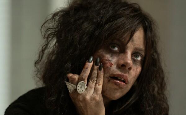 Stredoškoláci v postapokalyptickom svete vraždia zombies. Seriál od Netflixu je plný humoru a smrti