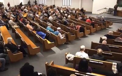 Střelec s brokovnicí zabil v kostele dva lidi, útok byl živě přenášen na sociální sítě