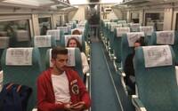 Strojvodcovi skončil pracovný čas, tak vlak zastavil a vystúpil. Ľudia museli dve hodiny čakať na autobusy