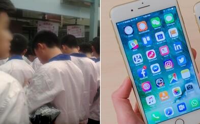Študent v lete strávil až 6 týždňov v čínskej továrni na iPhony. Ubytovanie dostal priamo v nej, ale celkový zážitok príjemný nebol