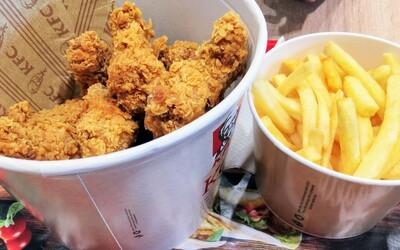Študenta zatkli, lebo v KFC jedol rok zadarmo, pretože sa vydával za kontrolóra testujúceho kvalitu