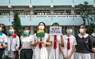 Studenti v Hongkongu vytvořili lidský řetěz. Pokračují v demonstracích proti vládě