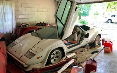 Studentka našla v babiččině garáži nedotčené Lamborghini i Ferrari, které tam dědeček nechal chátrat 15 let