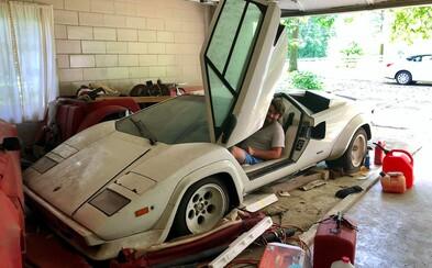 Študentka našla v babičkinej garáži nedotknuté Lamborghini aj Ferrari, ktoré tam starý otec nechal chátrať 15 rokov