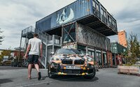 Štýlový crossover od BMW sa začína odhaľovať. Osloviť chce mladých, ponúkne im až 300 koní