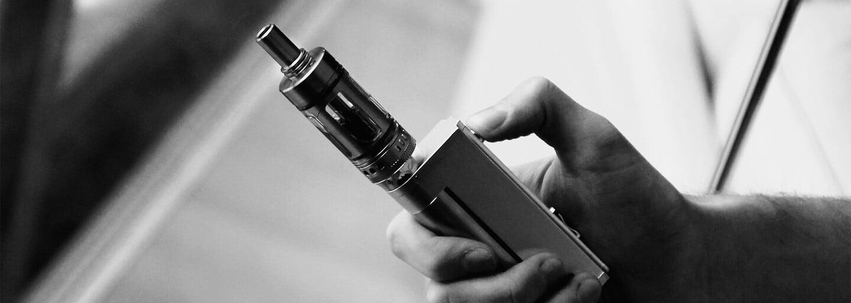 Jsou e-cigarety nebezpečnější než klasické, nebo jsou vhodnou alternativou, která s sebou nenese zdravotní rizika?