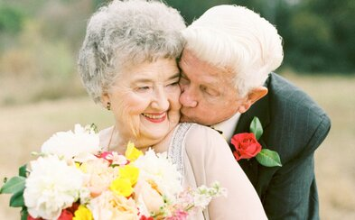 Sú spolu už 65 rokov a ich láska stále trvá. Presvedčia ťa o tom nádherné, zaľúbené fotografie