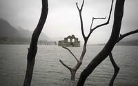 Sucho v Mexiku odhalilo staletý chrám pohřbený pod hladinou vodní nádrže. Jeho historie se pojí s epidemií moru