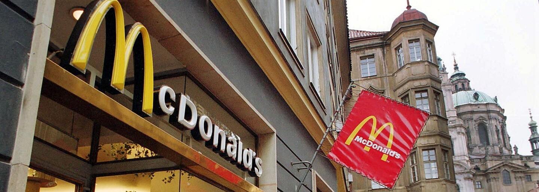 """Svět opět řeší záhadu """"zlaté karty"""" od McDonald's. Vlastnit ji má jen pár vyvolených"""