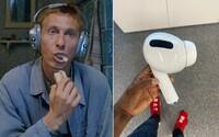 Svět se směje předraženým AirPods Max. Otík z Vesničko má středisková zřejmě infiltroval designérský tým Applu