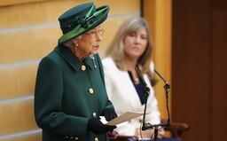 """""""Světoví lídři toho namluví hodně, ale nic nedělají."""" Královnu Alžbětu II. rozčiluje, že prohráváme boj s klimatickou krizí"""