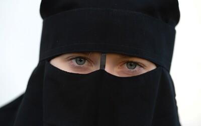 Švýcaři v referendu rozhodli o zahalování tváře na veřejnosti. Zákaz prošel těsně