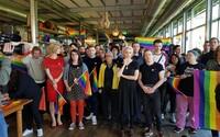 Švýcaři v referendu souhlasili, aby se podněcování nenávisti a diskriminace LGBTI osob stala trestným činem