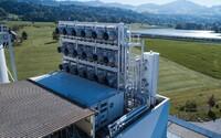 Švýcaři vyrobili obrovský stroj na čištění ovzduší. Boj s klimatickými změnami nabírá na obrátkách