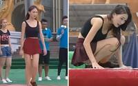 Sympatická Číňanka rýchlo pochopila, že zobrať si sukňu do hernej šou bola chyba. Dopadla oveľa horšie, než si myslela