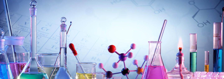 Tablet a internát na 4 roky zadarmo. Chemická škola ponúka výhody, o ktorých sa ti ani nesnívalo