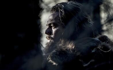 Takmer 20 nových fotiek z Revenanta ponúka chladné zábery na smrťou nasiaknutú krajinu