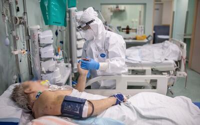 Takmer 30 % pacientov s Covid-19 museli v Anglicku po prepustení znovu hospitalizovať v nemocnici.