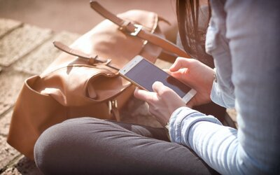 Takmer 70 percent mladých ľudí sa vyhýba osobnému stretnutiu, pretože sa radšej rozprávajú cez internet