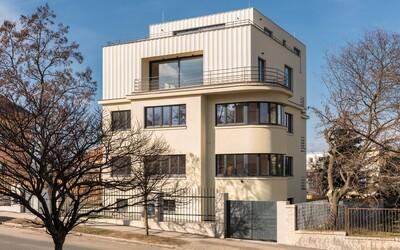 Takmer 90-ročná pražská vila dostala novú tvár a interiér plný historických prvkov