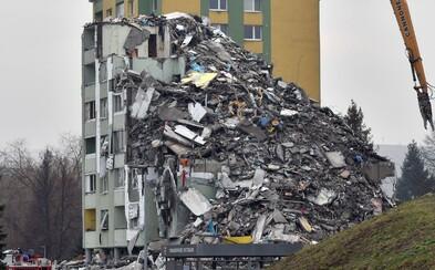 Takto v stredu vyzeralo miesto tragického nešťastia v Prešove, kde explodoval plyn: Panelák je skoro celý zrovnaný so zemou