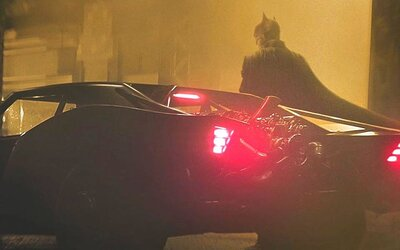 Takto vypadá Batman a jeho Batmobil. Režisér filmu odhalil první oficiální fotky