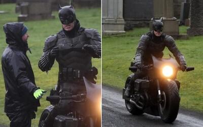 Takto vypadá jeden z obleků nového Batmana, kterého hraje Robert Pattinson