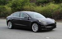 Takto vypadá sériová podoba nového Modelu 3. Interiér ponechá Tesla až nečekaně futuristický
