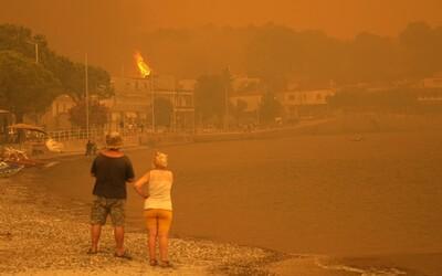 Takto vyzerá peklo na zemi. Grécko zažíva tragédiu nepredstaviteľných rozmerov, pomáhať šli aj slovenskí hasiči