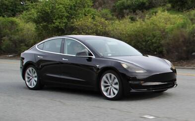 Takto vyzerá sériová podoba nového Modelu 3. Interiér ponechá Tesla až nečakane futuristický