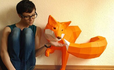 Talentový umelec vytvára nádherné geometrické sochy z papiera