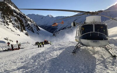 Talianske Alpy za 24 hodín zasiahli 2 lavíny, ktoré zabili štyroch ľudí, vrátane matky a jej dvoch 7-ročných dcér