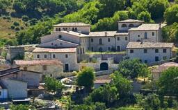 Taliansko predáva historické domy za symbolické 1 euro, šancu na nový život pri Etne máš aj ty!