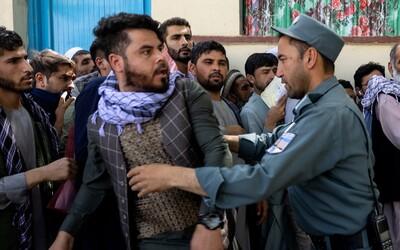 Taliban loví príslušníkov LGBT+. Afganci sa pred ním schovávajú v pivniciach