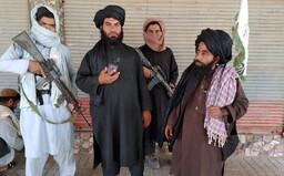 Taliban ocenil svojich samovražedných atentátnikov. Ich rodinám ponúka peniaze a majetky