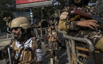 Taliban predvolal afganských tlmočníkov, ktorí pracovali pre Holandsko. Ak sa nepostavia pred súd, potrestajú ich príbuzných