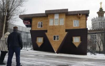Tancujte na strope, alebo dom postavený hore nohami v centre Moskvy