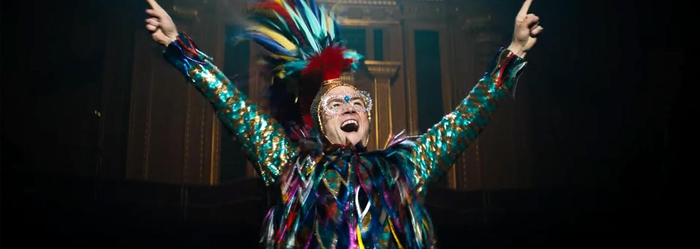 Taron Egerton sa mení na medzinárodnú superstar v traileri hudobnej biografie o Eltonovi Johnovi