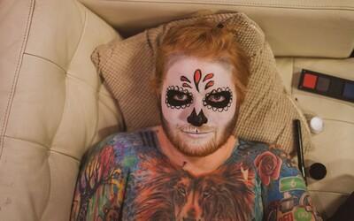 Tatér Eda Sheerana přišel kvůli ošklivým tetováním zpěváka o klienty, kvůli Jokerovi lidé utíkají z kina