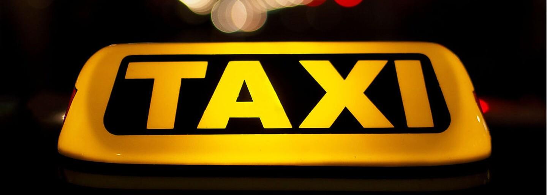 Taxikárovi dlží 18 000 €. Vydali sa spolu na cestu po Európe i do Mexika, no zákazník pred platbou záhadne zmizol