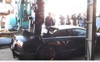 Tchajwanské úřady rozbily limitovanou edici Lamborghini za 300 tisíc eur na cimprcampr. Do země bylo přivezeno ilegálně
