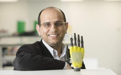 Technológie sa začínajú podobať ľudskému telu. Vedci vyvinuli citlivú protézu ruky so solárnymi panelmi